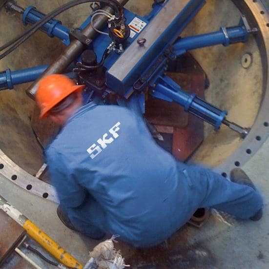 SKF service engineers perform on-site machining of a flange face.