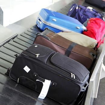 Conveyor belt with luggage